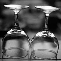 Zwei saubere Weinglaeser