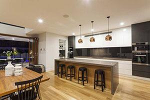 Moderner Wohnraum mit Kueche