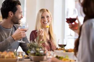 Essen zusammen mit Nachbarn statt Anonymität