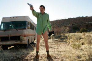 Walter White in der Wüste ohne Hose