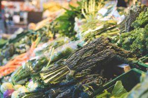 Einkaufen in der Gemüseabteilung
