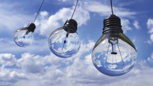 Glühbirnen im Himmel: Energiesparen zuhause