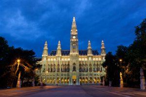 Wiener Rathaus Immobilie bei Nacht