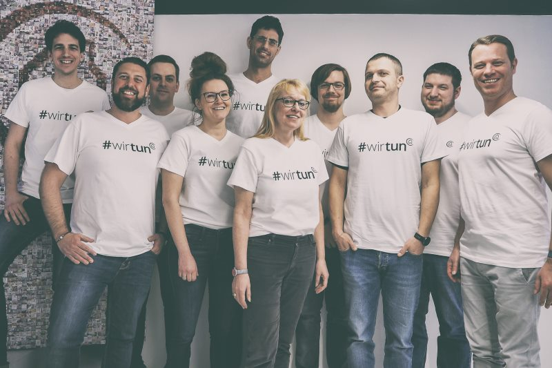 FindMyHome.at Team in #wirtun T-Shirts