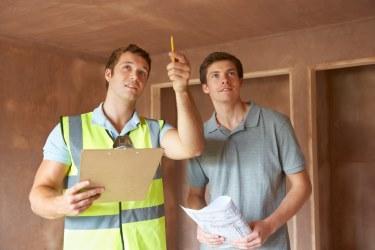 Bautechniker entdeckt versteckte Mängel an Immobilie