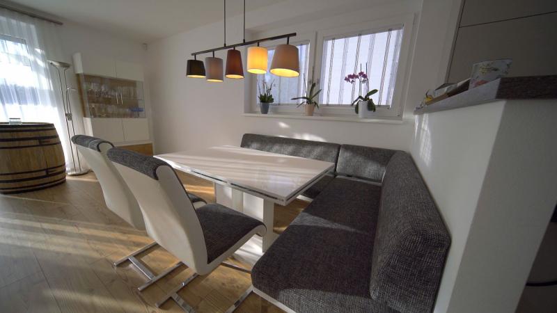 Provisionsfrei: ziegelmassives End-Reihenhaus, vollunterkellert mit Terrasse und Gartenoase samt Parkplätzen /  / 2460Bruck an der Leitha / Bild 2