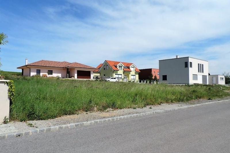 Sonniges Eckgrundstück ohne Bauzwang, Aufschließungskosten bezahlt! /  / 2413Edelstal / Bild 1