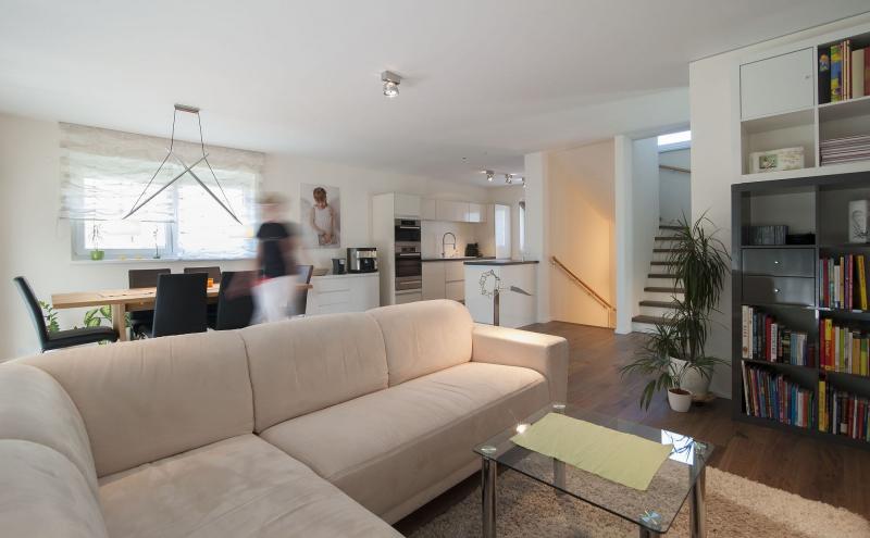 Ziegelmassives Einzelhaus mit Traumgarten: 4 Zimmer, Keller, Terrasse und Eigengrund. /  / 3034Maria Anzbach / Bild 1