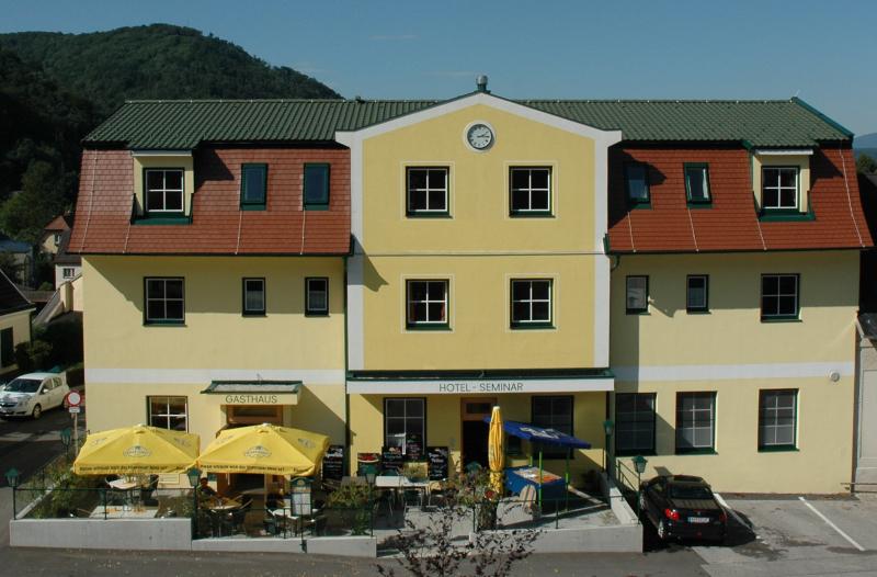 21 Zimmer Seminar Hotel 2008 saniert nur 45 Min. (70km) südl. von WIEN /  / 1140Wien / Bild 0
