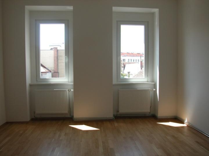 Helle 2 Zimmer Wohnung, Erstbezug nach Generalsanierung!
